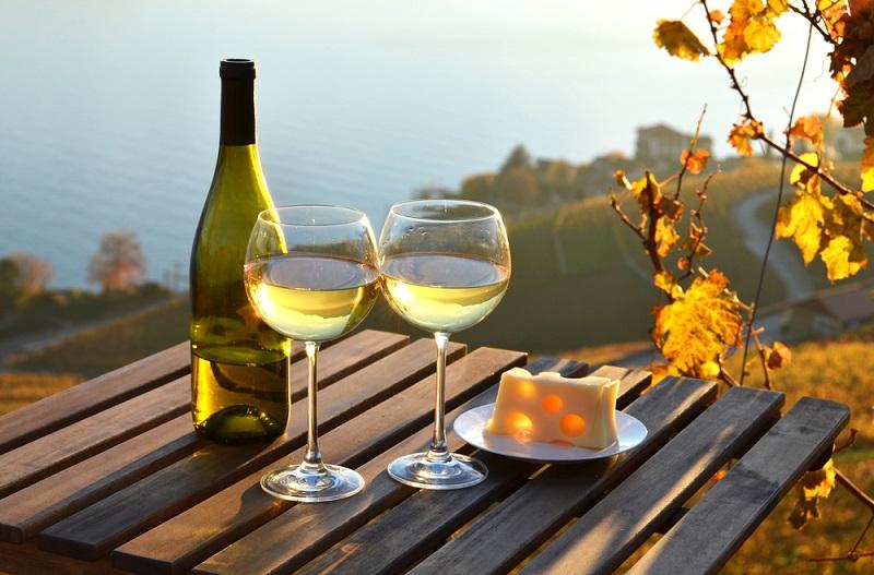 «Спите без мобильников. Утром смотрите на небо. Иногда пейте вино!» — умоляет нейрохирург. Мозг также нуждается в отдыхе и внимании.