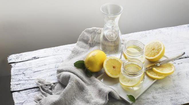 8 причин пить воду с лимоном ежедневно