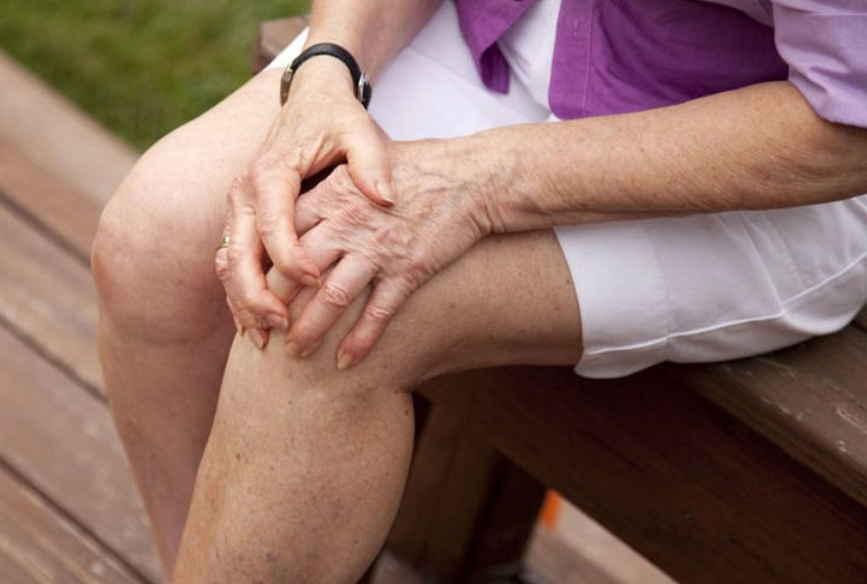 Можевельник и лавровый лист лечат суставы: история из жизни