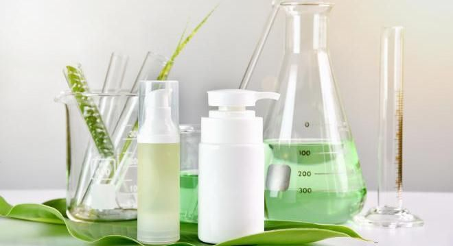 5 ингредиентов, которых стоит избегать при сухой коже