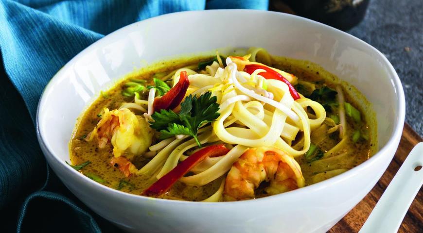 Тайский кокосовый суп слапшой икреветками