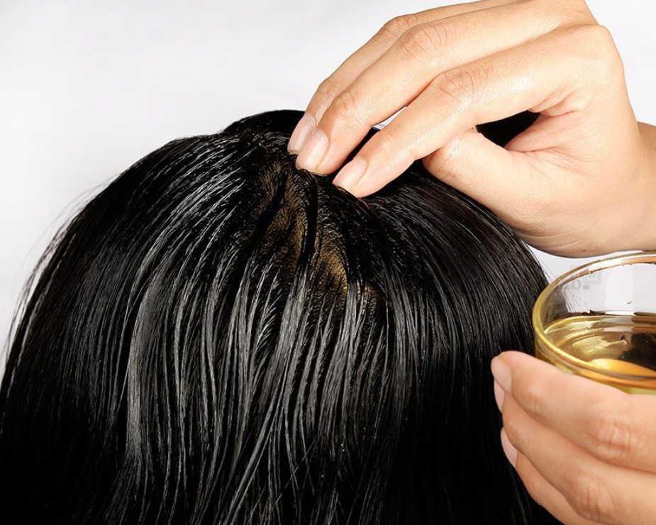 Льняное масло заменит дорогую косметику: как применять для волос, для лица, для ухода за грудью и для похудения