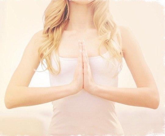 Зачем нужно складывать ладони перед грудью?