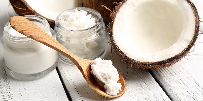 Белое сокровище способно заменить половину твоей косметички. И даже на кухне пригодится. Универсальное кокосовое масло.