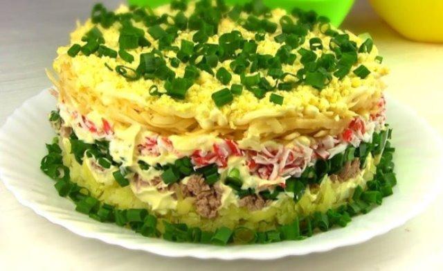 Праздничный салат «Аристократ» из простых продуктов.