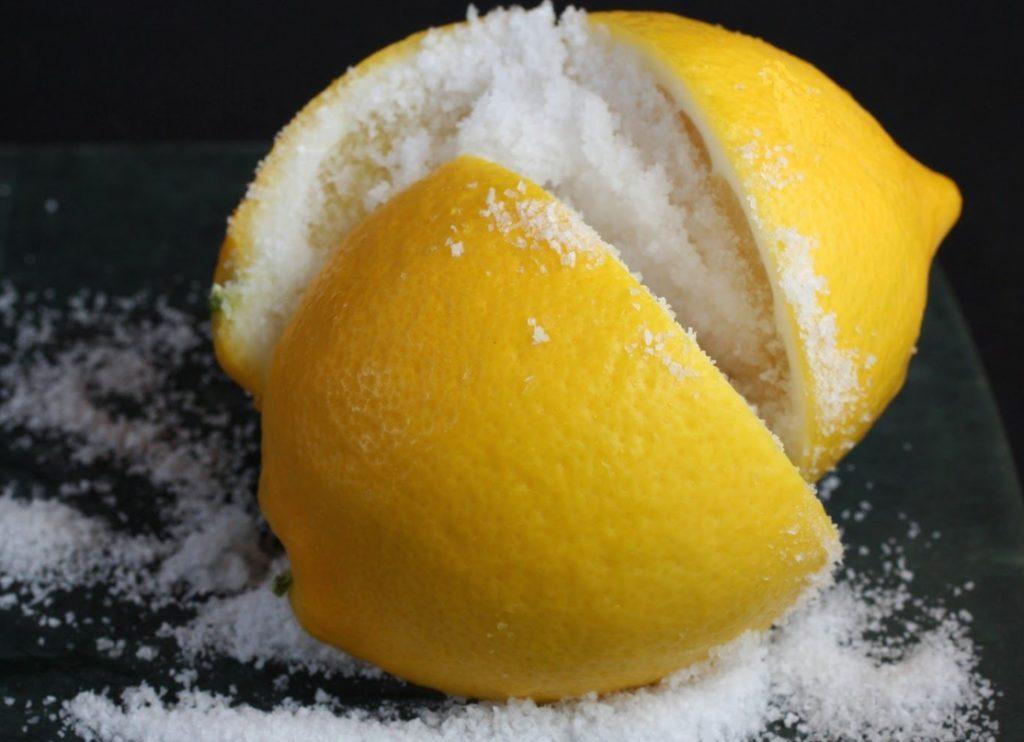 Питательная маска от черных точек из сахара и лимона