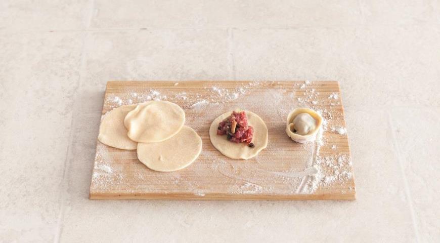 Пельмени на кефирном тесте с говядиной и грибами