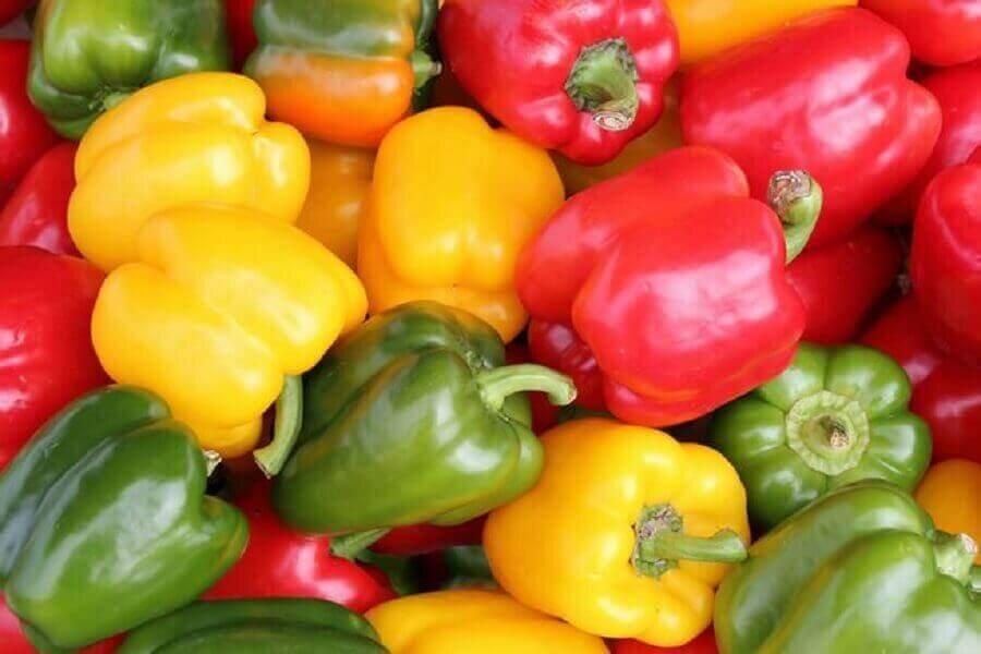 В чем разница между зеленым, оранжевым и красным болгарским перцем?