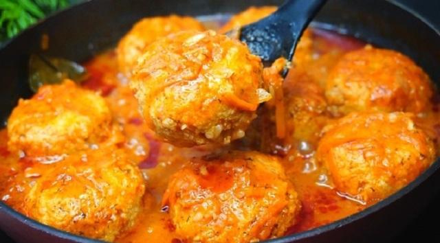 Нежнейшие рыбные тефтели в томатном соусе понравятся взрослым и детям. Вкус необыкновенный, очень аппетитные.