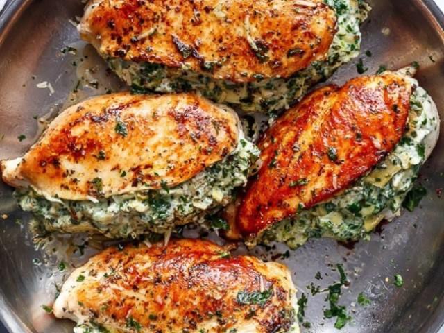 Нежное куриное филе с сырно-творожной начинкой — пальчики оближите!
