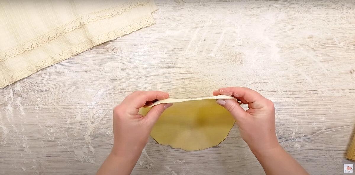 Мука, кефир, фарш. Тонкие лепешки на кефире с ароматной начинкой.