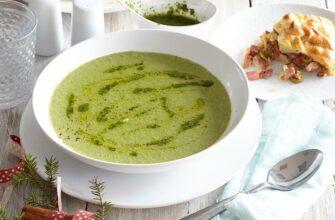 Быстрый суп из горошка и шпината с песто